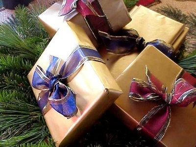 christmas gift centerpiece